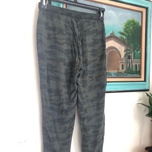 American Eagle Outfitters Pants - Cozy Camo jogger style Pants